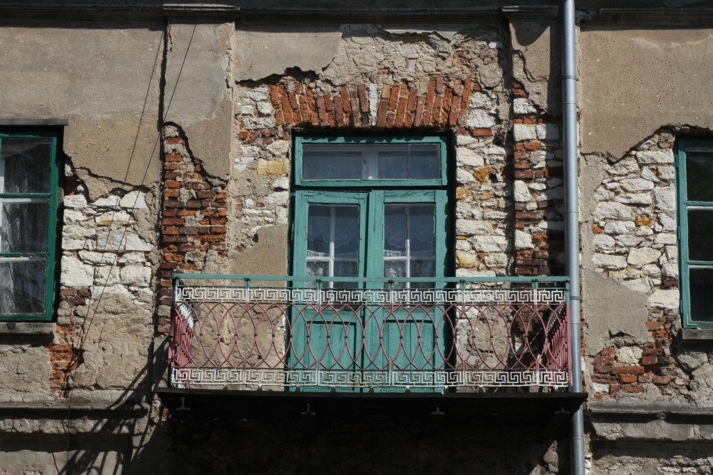 Old house built out of local limestone ( Ogrodowa street )